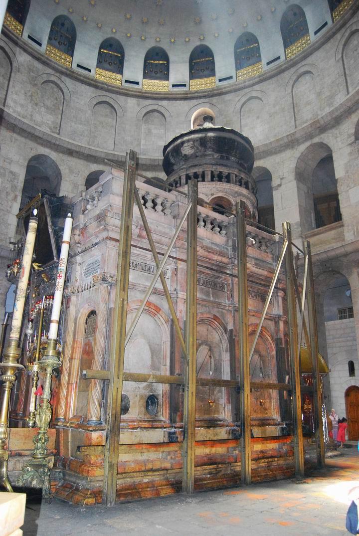 Tomb of Jesus within the Rotundo.