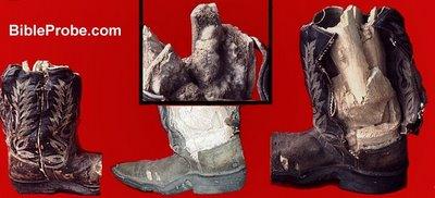 http://2.bp.blogspot.com/_HfSXLXtVnOI/SSSHevq1FII/AAAAAAAACA4/HLmozm_DzlU/s400/fossilizedfoot.jpg