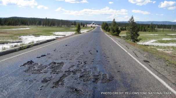YellowstoneRoad1