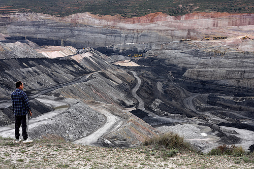 http://www.no-carbon-tax.org/wp-content/uploads/2011/07/Coal_mining_jobs.jpg